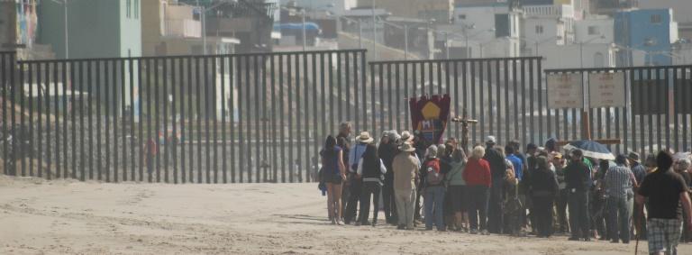 0e2199553_border-fence-web